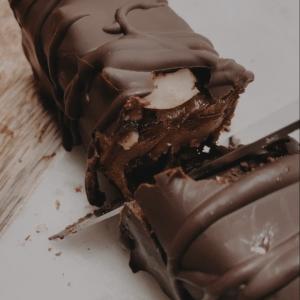 Raw Vegan Peanut Snickers Bar